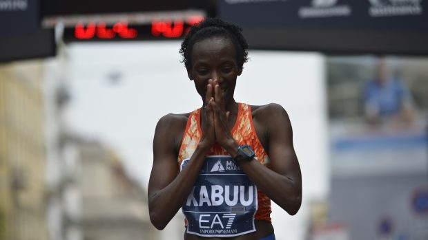 Lucy Kabuu, vincitrice tra le donne. foto LaPresse/ Marco Alpozzi