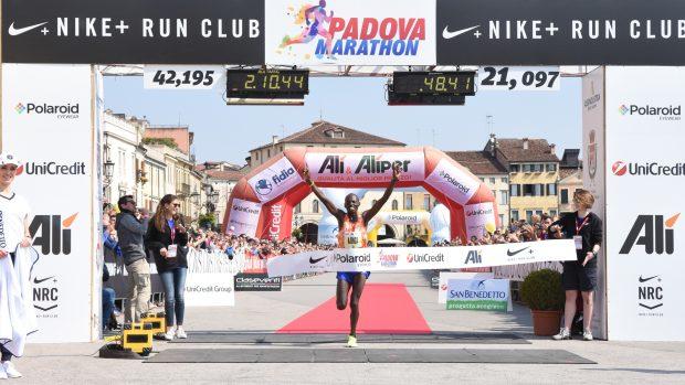 Nella foto (di Massimo Bertolini) Michael Njenga Kunyuga, vincitore della scorsa edizione della Padova Marathon