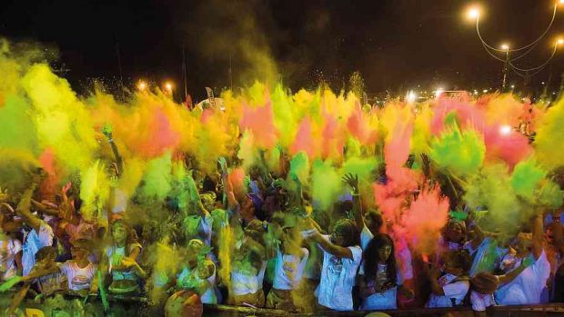 Foto LaPresse - Massimo Paolone 29/07/17 Lignano Sabbiadoro (Italia) Color Run Lignano Sabbiadoro Nella foto: il color blast Photo LaPresse - Massimo Paolone 29 july 2017, Lignano Sabbiadoro (Italy) Color Run Lignano Sabbiadoro In the pic: the color blast