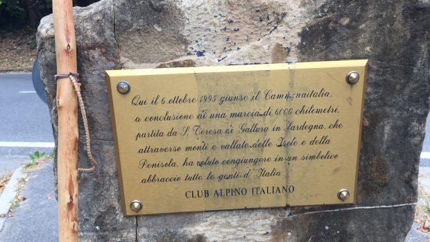 La targa posta a Lazzaretto (Muggia), km 0 del Sentiero Italia